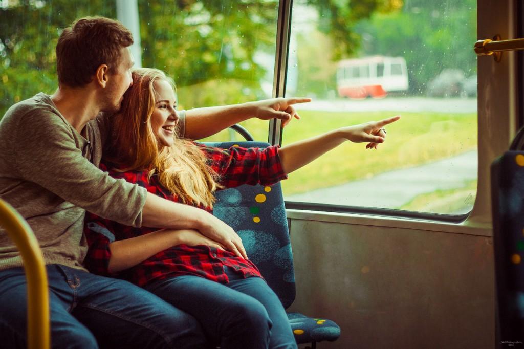 trolley-bus-1043230_1280